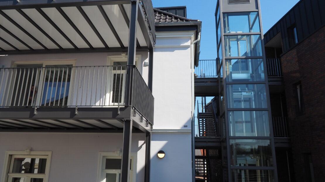 Treppenhaus / Fahrstuhl